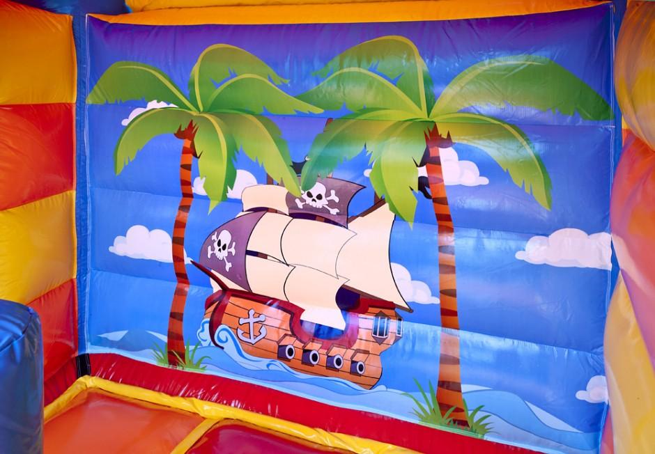 Springkussen Piraat met glijbaan