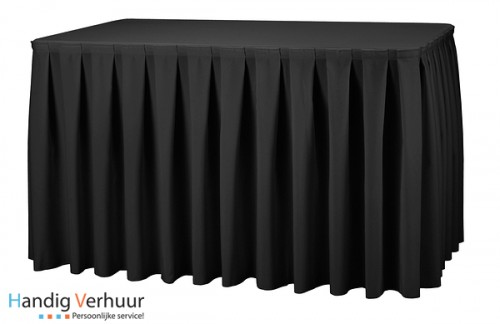 Tafel 8 persoons + zwart tafelkleed + zwarte rok